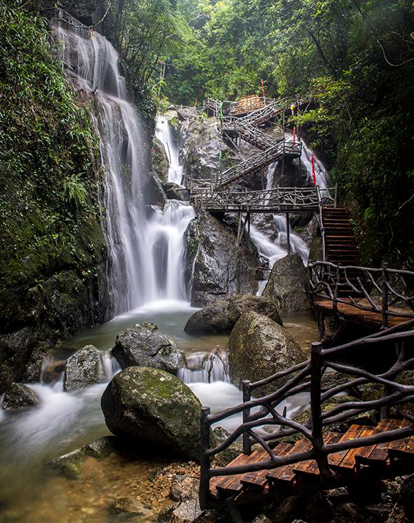 广东省高州市仙人洞自然风景旅游区